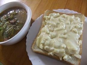 玉葱ヨーグルトトースト、コンソメ