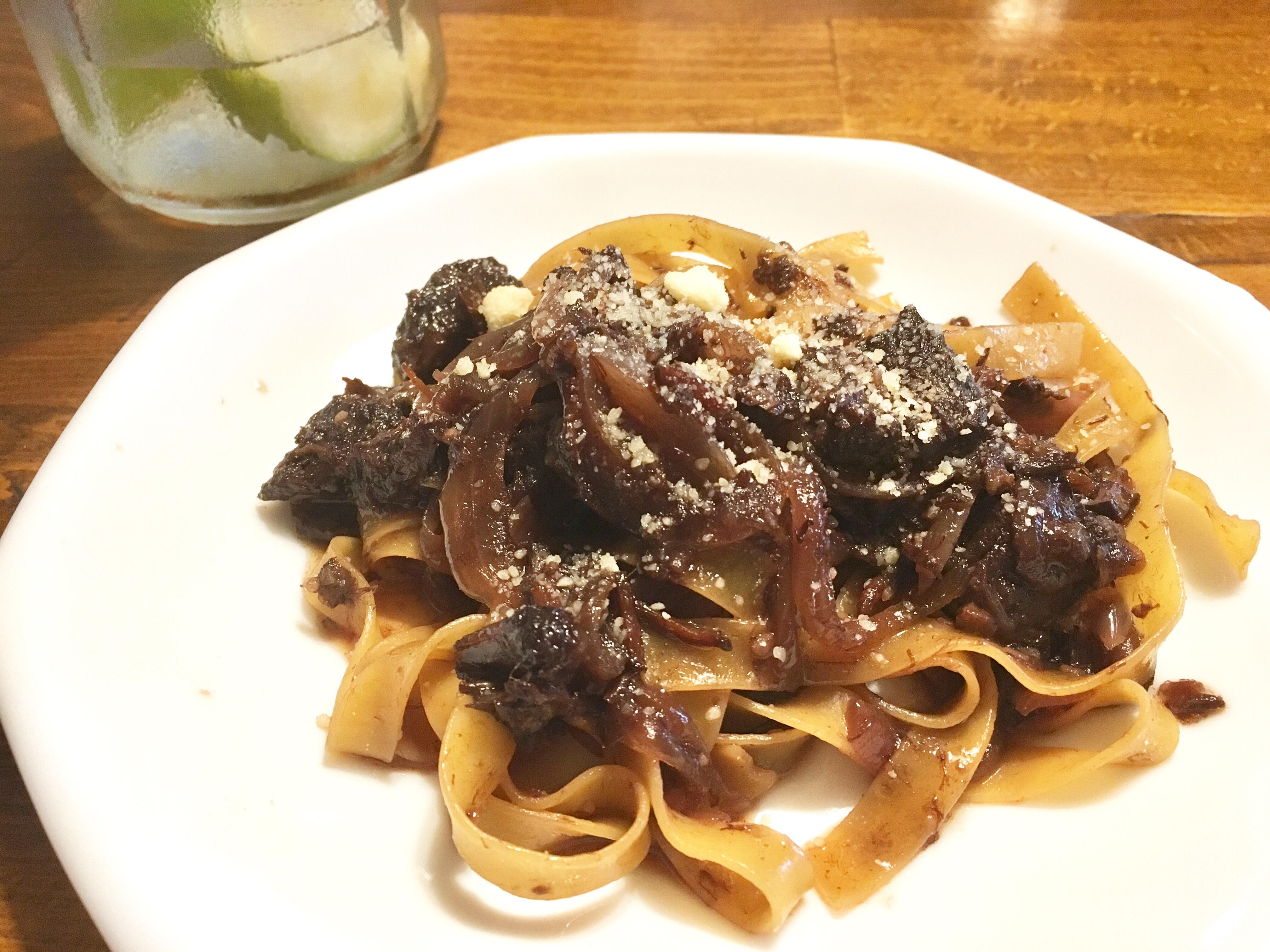 【料理】牛スジ肉赤ワイン煮のタリアテッレ