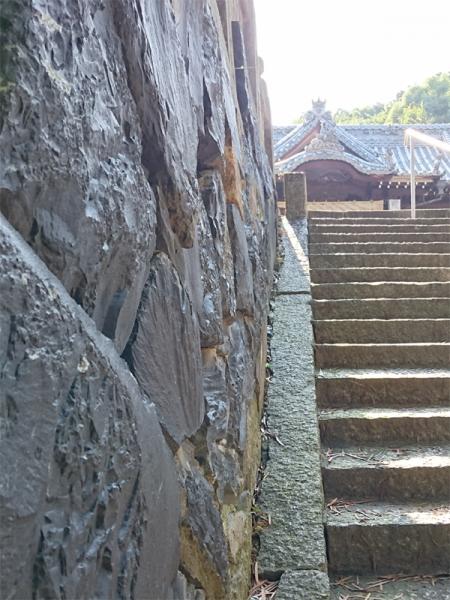 拝殿への石垣