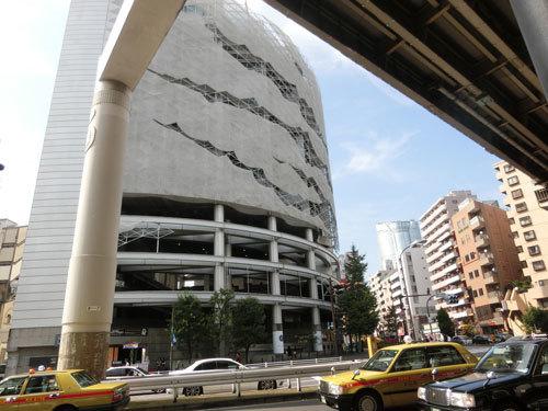 麻布十番、元麻布街歩き…長屋と超高層建築物が交じり合う街!