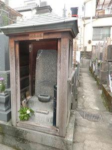 北斎の墓から永六輔の墓を巡って「はなし塚」へ…田原町