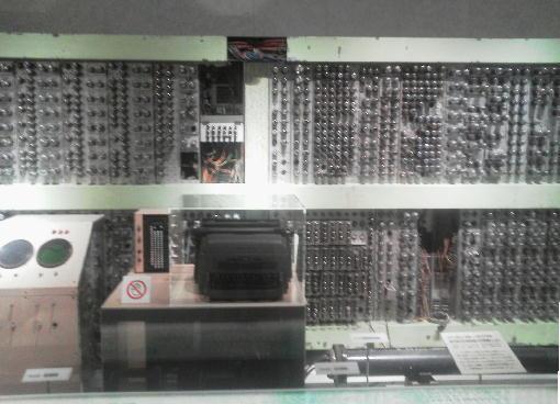 9.真空管式電子計算機