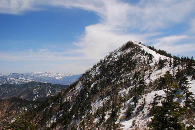 尖った四阿山の山頂へピストン