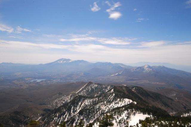 四阿山の山頂からの眺め_田代湖と浅間山_青空