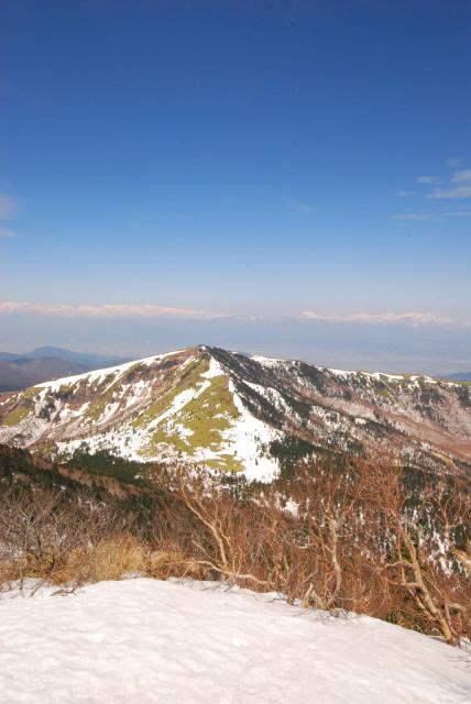 四阿山の山頂から根子岳のアップ