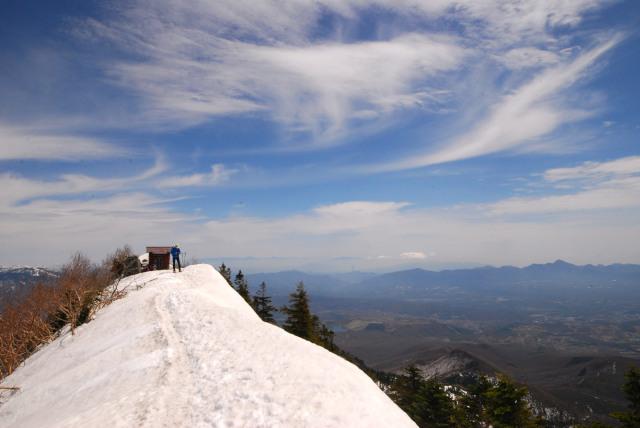 四阿山の山頂_青空と美しい雲_最高の天気
