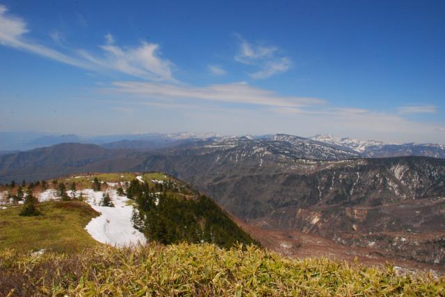 小根子岳から北の眺め_草津白根と北アルプスまで一望