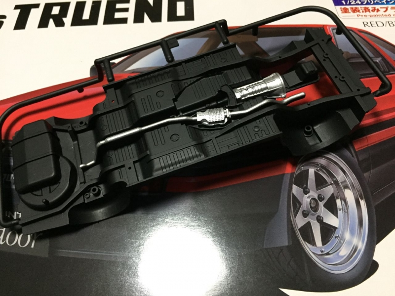 アオシマ プリペイント AE86トレノ ハイフラッシュツートン(赤黒)
