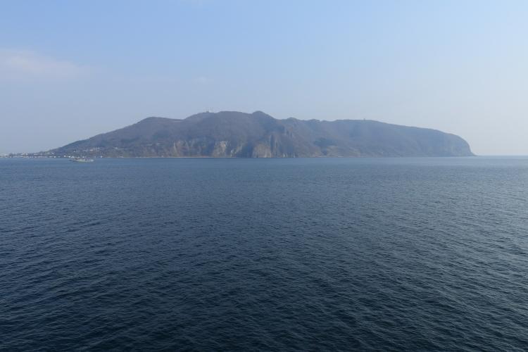 海上から見た函館山-Ss