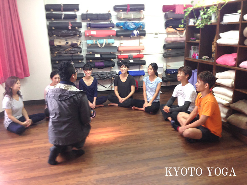 eo光テレビ・ゲツ→キンの取材を受けました♪インタビューの様子 京都ヨガ・IYC京都