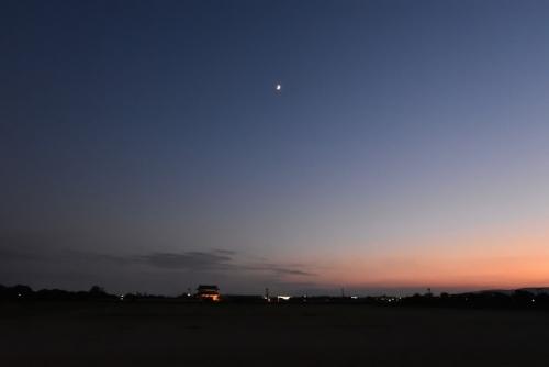 平城宮跡夕陽と月