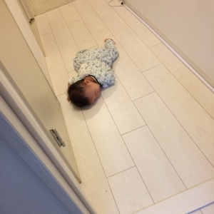 0928M廊下で寝る