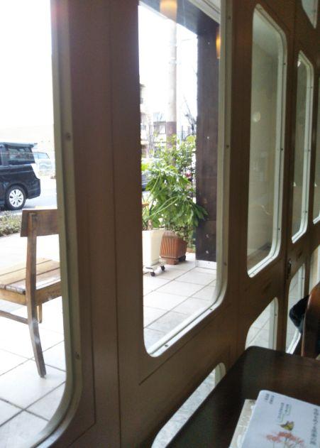 CAFE FLAT 窓から外