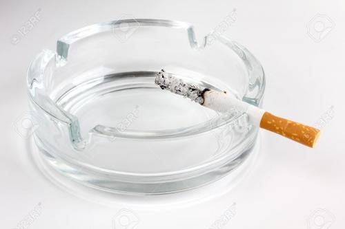 灰皿とタバコ