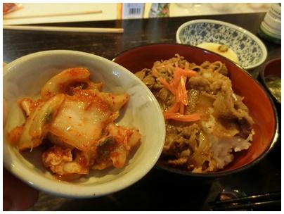 吉野家牛焼肉丼とキムチ3