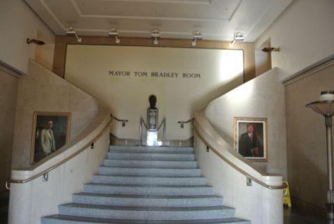市長室に続く階段