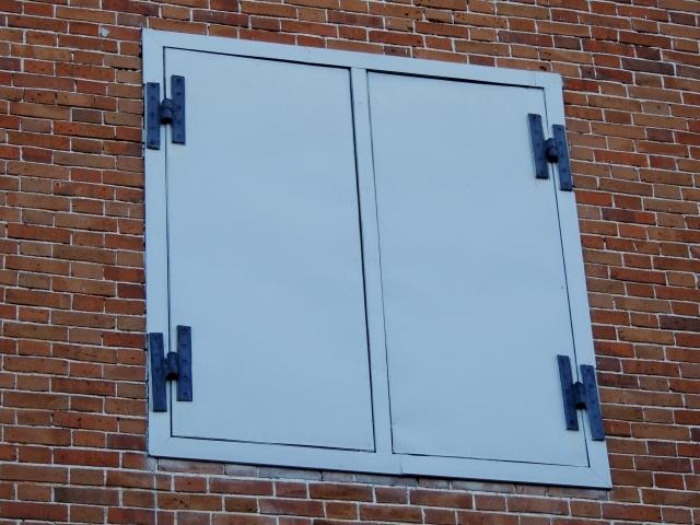N9862鉄の窓