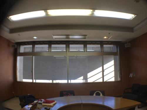 窓枠全体が写ります