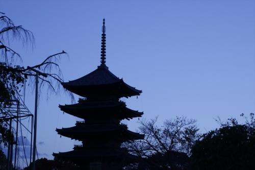 夕暮れの五重塔
