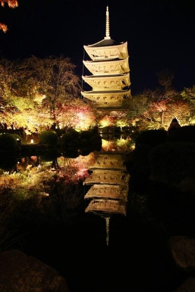 水面に映る五重塔