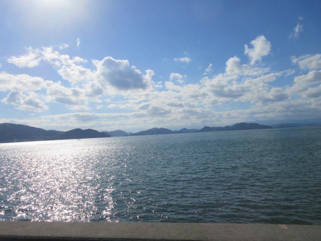 朝日に輝く海