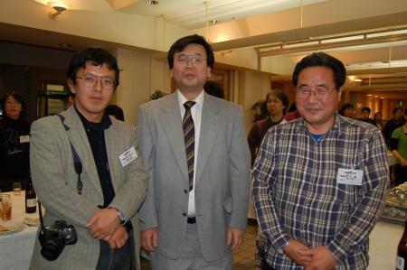 田浦誠治、森晴路資料室長、新井滋さん(2007年の手塚治虫ファン大会)
