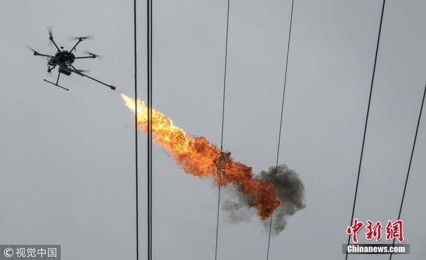 中国で火炎放射機能付きドローンが活躍
