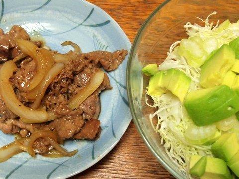 焼肉とアボカドサラダ