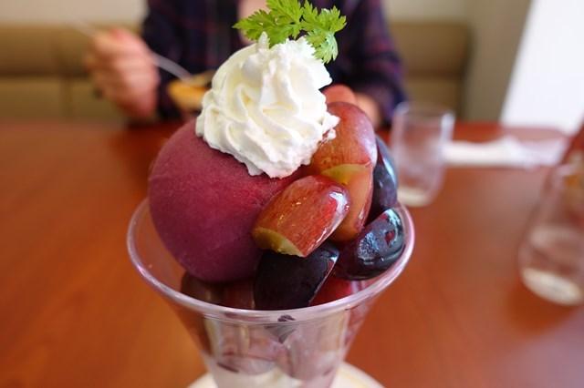 1 ロイヤルホスト (5)葡萄のパフェ