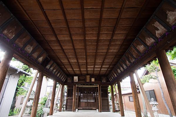 鈴宮社拝殿内