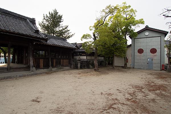 戸田白山神社山車蔵と社殿