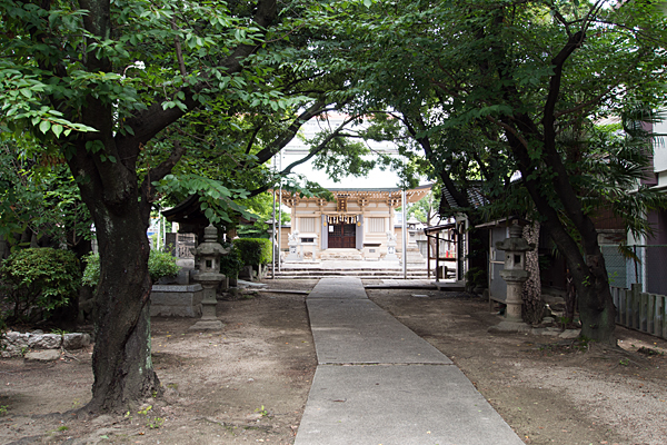 高畑神明社参道から拝殿へ