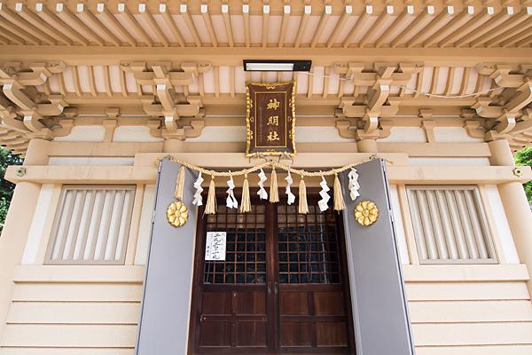 高畑神明社拝殿近くと額