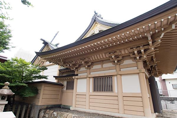 高畑神明社社殿横から
