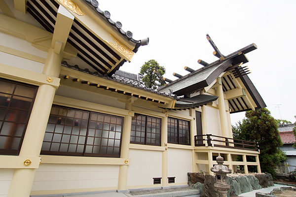 東中島八劔社渡殿と本殿