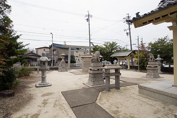 東中島八劔社境内の風景