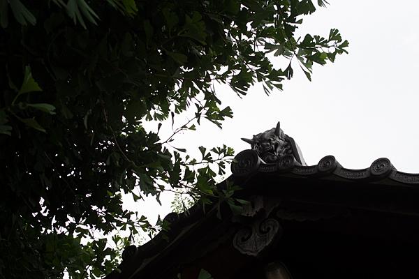 水神社拝殿の鬼瓦