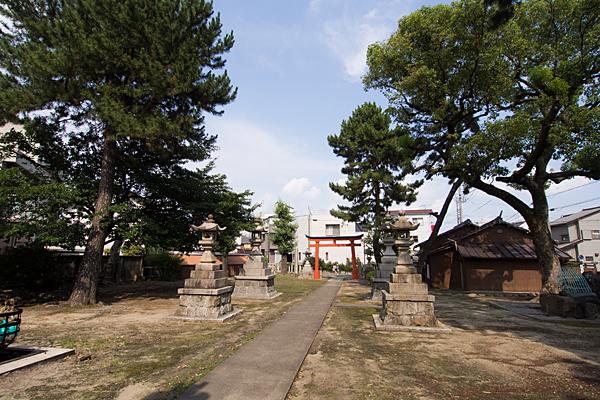 八幡社春日社合殿境内の風景