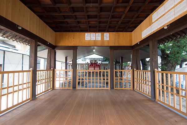 高須賀八劔社拝殿内