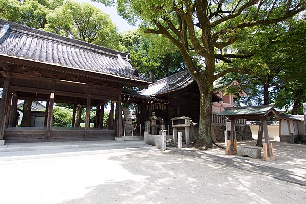 烏森天神社社殿横から