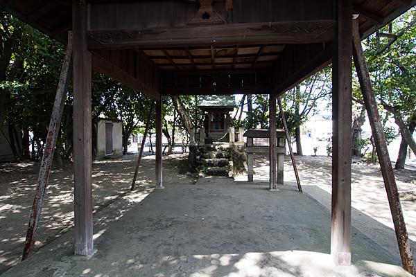 剣町八劔社拝殿内から本殿