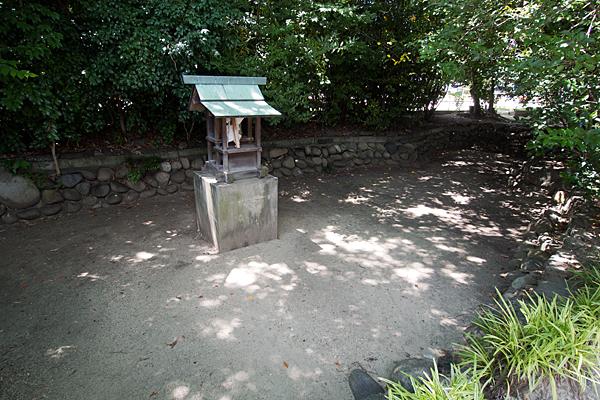 剣町八劔社境内社