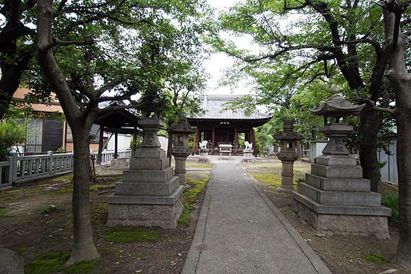 土野町神明社参道を進む