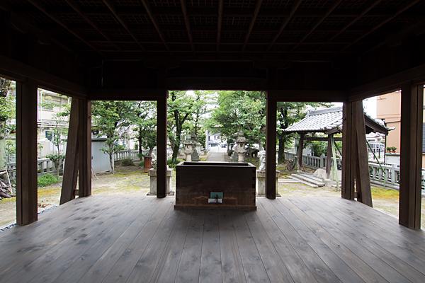 土野町神明社拝殿から入り口方向
