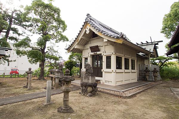 大当郎神明社社殿横から