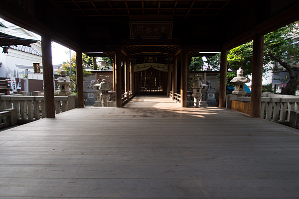 下之一色浅間社拝殿内