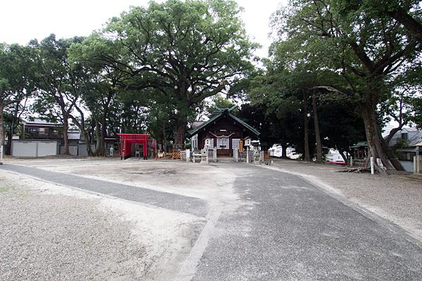 熊野三社境内拝殿前
