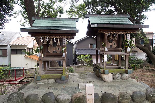 熊野三社境内社の津島社と浅間社