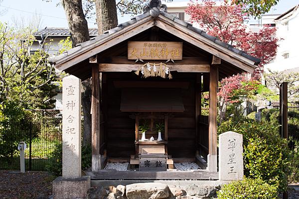 大山祇神社の社前