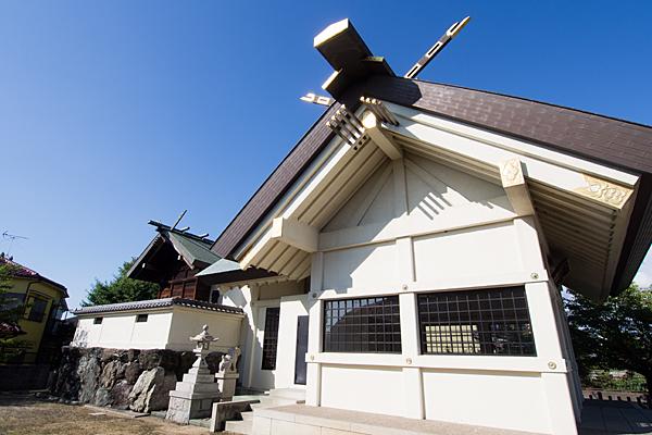 江松神明社社殿横から
